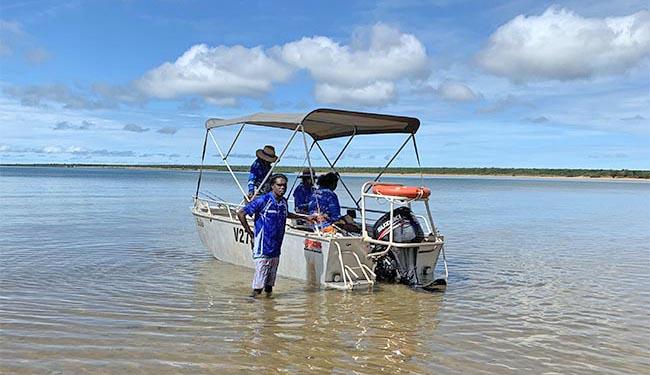 Students teach boating skills